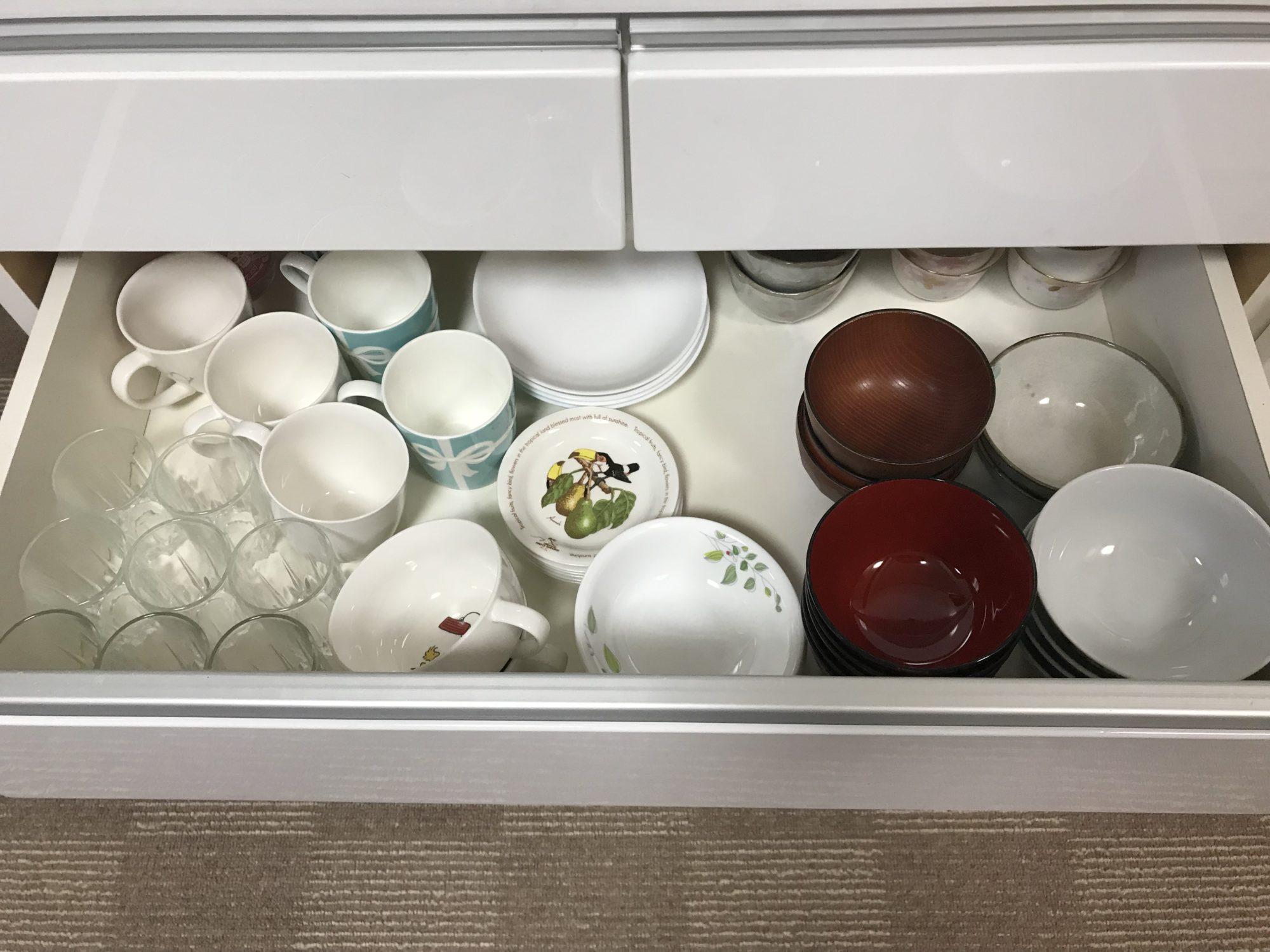 家族4人分の食器をご紹介します。使う食器しかありません。食器が少ないことのメリットは?