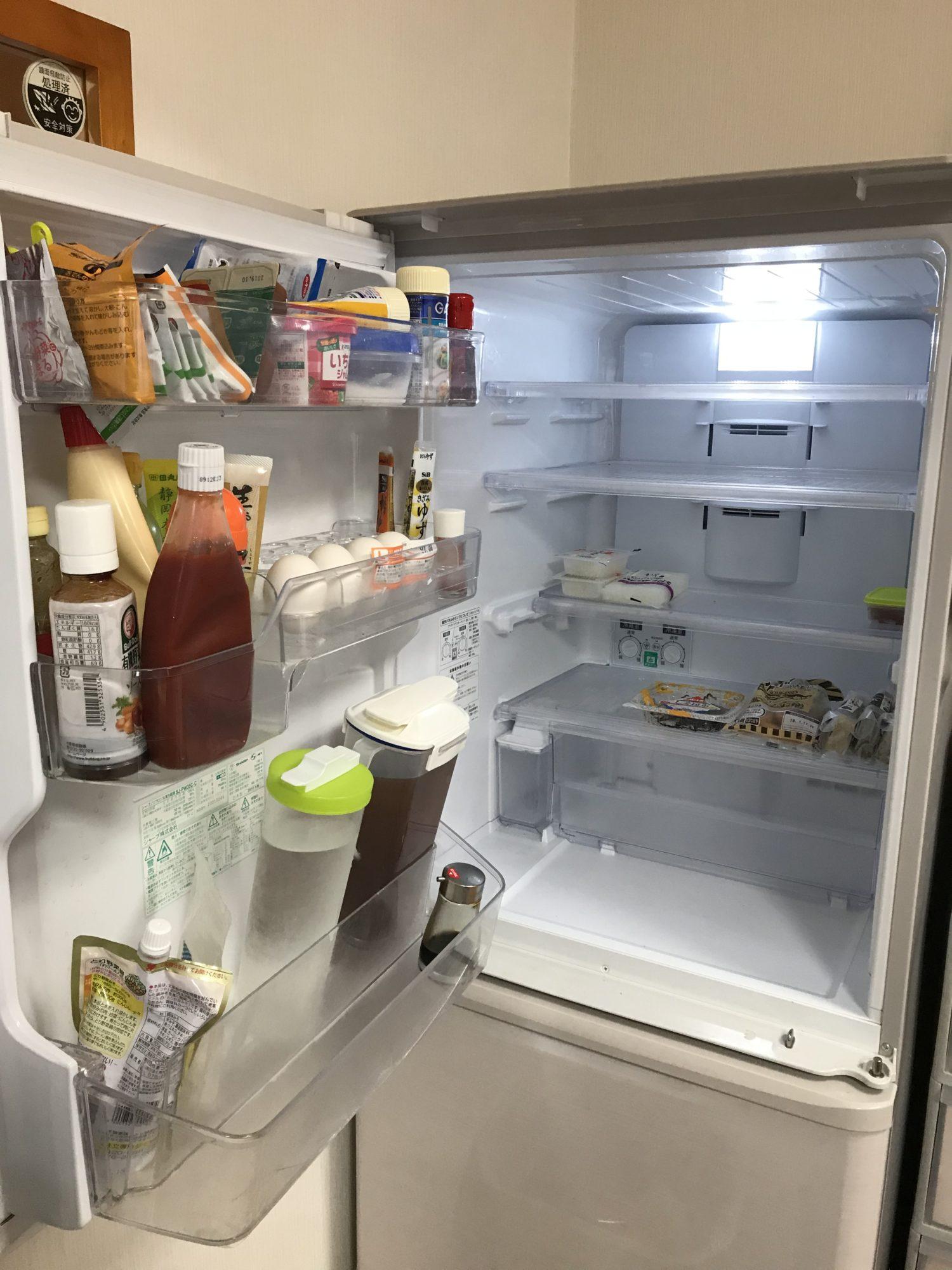 旅行後の食事。冷蔵庫、空っぽ生活。何も無いときこそ、人間は生きるために考える。