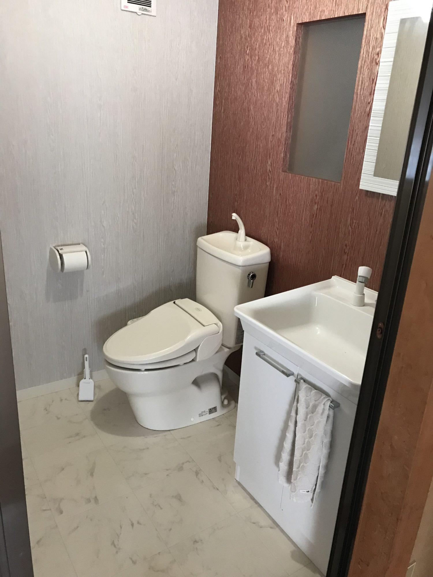 もう1つのトイレは、主人が作りました!広くてとても気に入っています。
