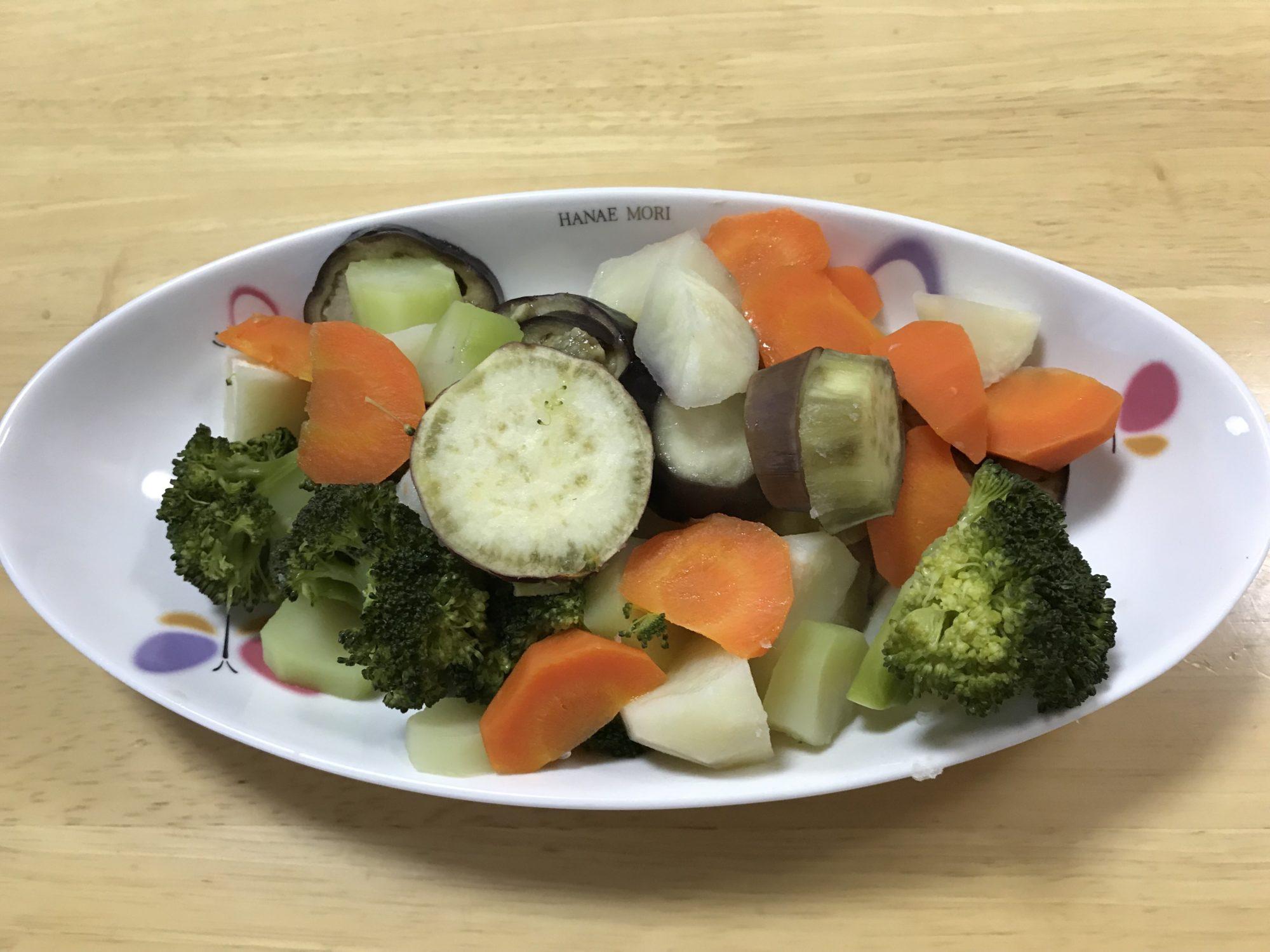 ホットクックで初めての蒸し料理。簡単で野菜の甘みがあり最高です。息子もパクパク。