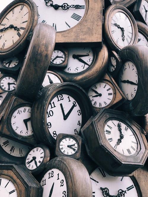 7:30、11:30、16:30、21:00、体内時計のアラーム時間。食べるものが同じでも食べる時間が違うと体型は変わる?